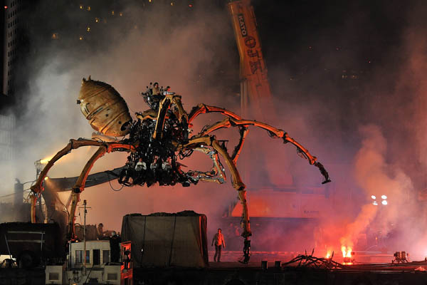 Giant robotic spider invades Japan