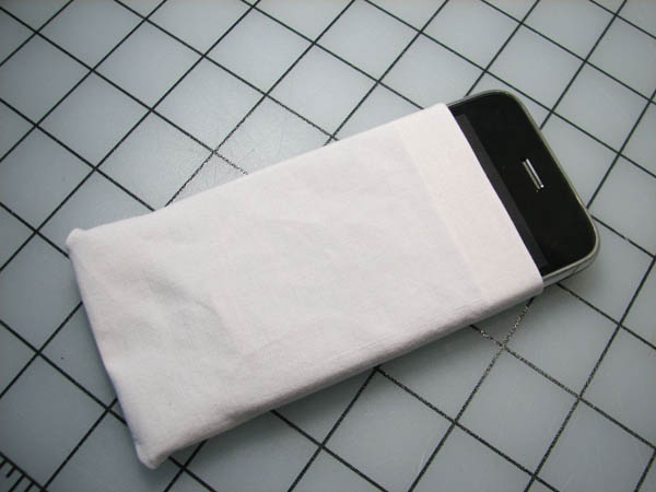 Quick n' dirty no-sew iPhone cozy