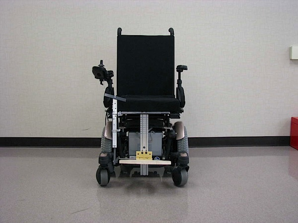 Self-movable wheelchair footrest mod