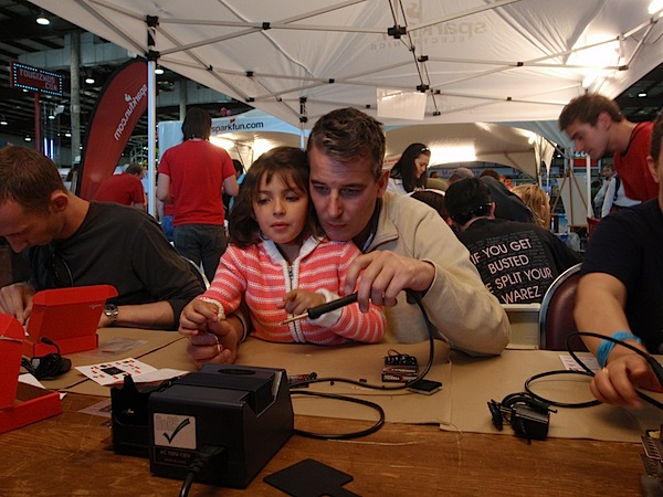 Father/daughter bonding at Maker Faire