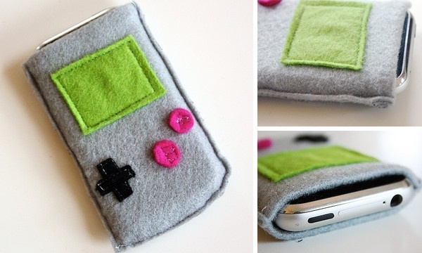 Felt Gameboy iPhone pouch
