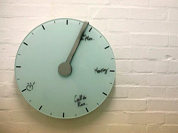 Day planner clock erases itself