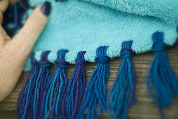 How To: Make a No-Sew Blanket with Yarn Fringe