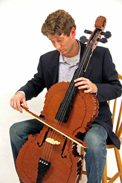 Working cello made from LEGO