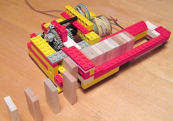Lego domino row-bot makes setup a snap