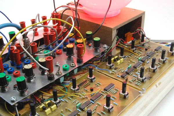 Benjolin synth project – intuitive, unpredictable, fun at parties