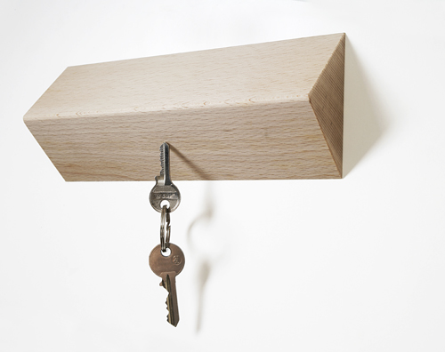 Hip keyrack uses magnets to clasp keys