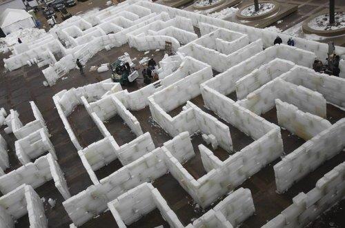 Buffalonians create giant ice maze, no snow minotaur in sight