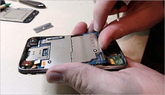 For iPhones, unauthorized repair shops flourish