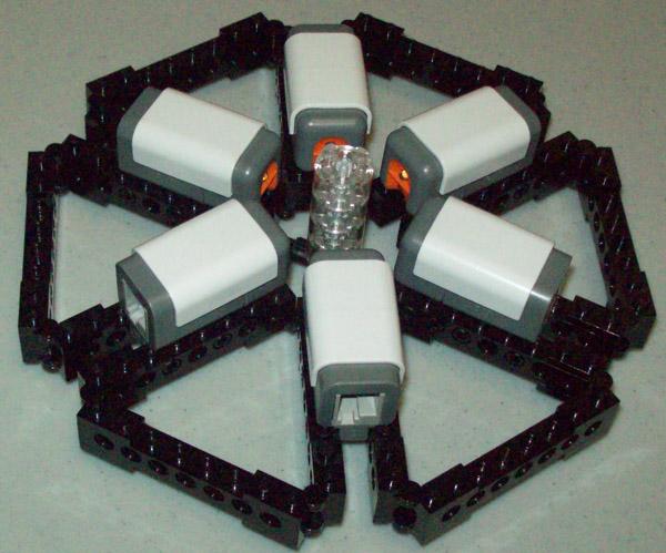 Light sensor hub allows 6 NXT bricks to talk