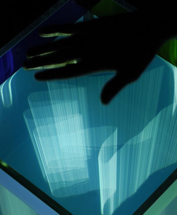 Reactive Cube, a 3D projector tank