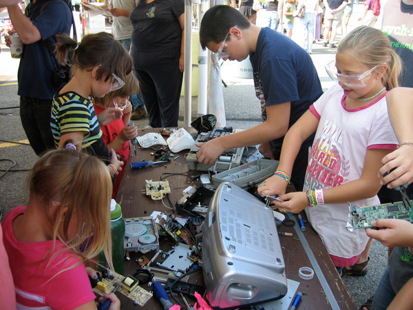 Robotics Redefined knows kids learn by taking things apart