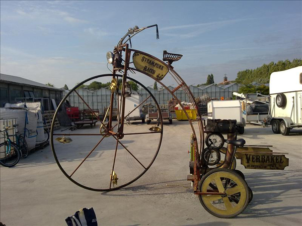 Bicycle-driven steampunk racer