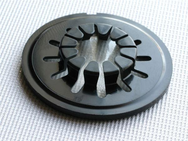 Make: Projects – Peel 'n' Stick Disc Storage