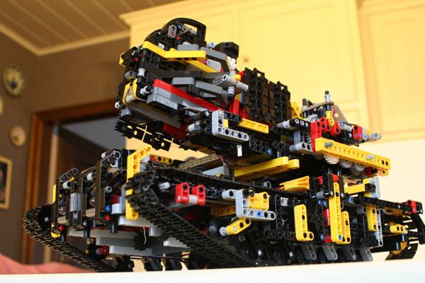 Motorized Lego tank with brick-shooting gun