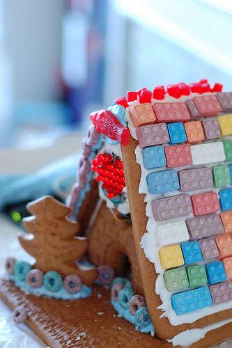 "LED ""Love Shack"" Gingerbread House"