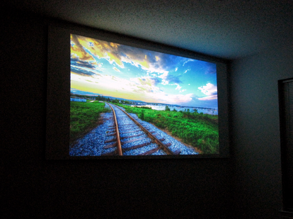Make: Projects – Glass Bead Projection Screen
