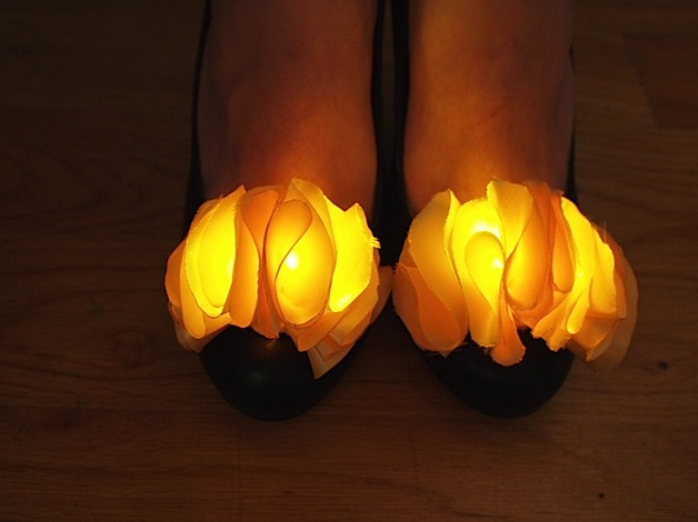 LED Shoe Clips Make Your Toes Twinkle