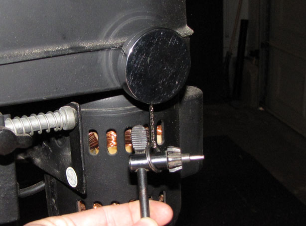 Retracting Key Ring Corrals Chuck Key