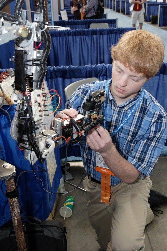 Arduino-Controlled Robotic Arm Packs DIY Servo