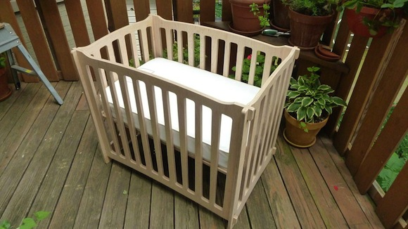 Slot-Together Crib Made of ApplePly