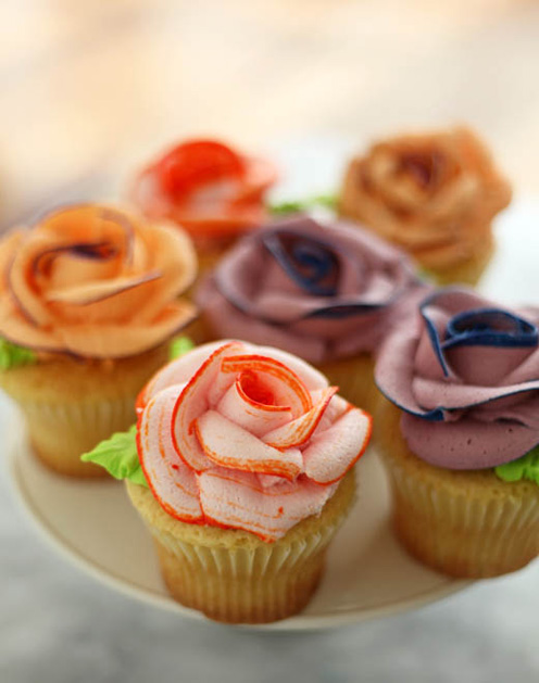 How To Piped Icing Rose Cupcakes