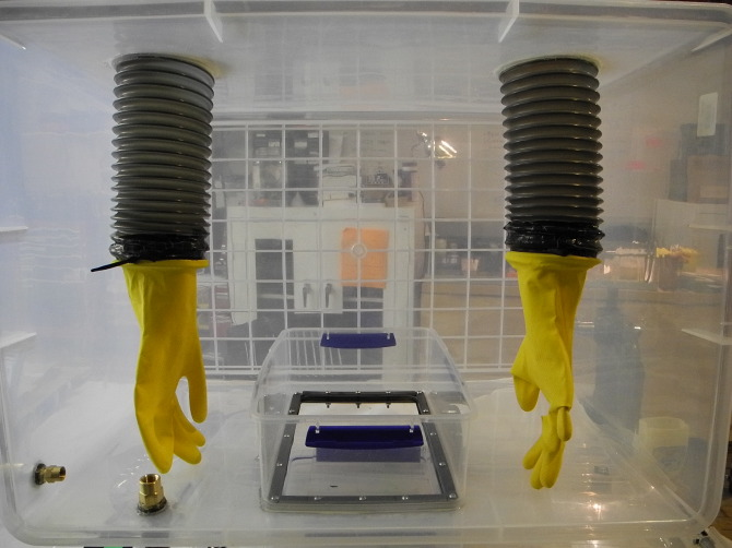 Maker Faire New York: How-To: DIY Anaerobic Chamber/Glove Box