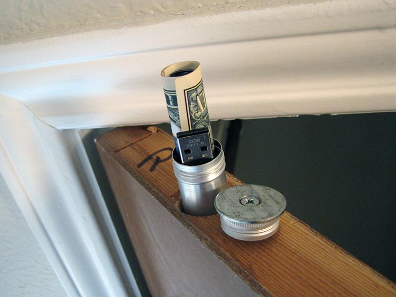 Doortop Stash