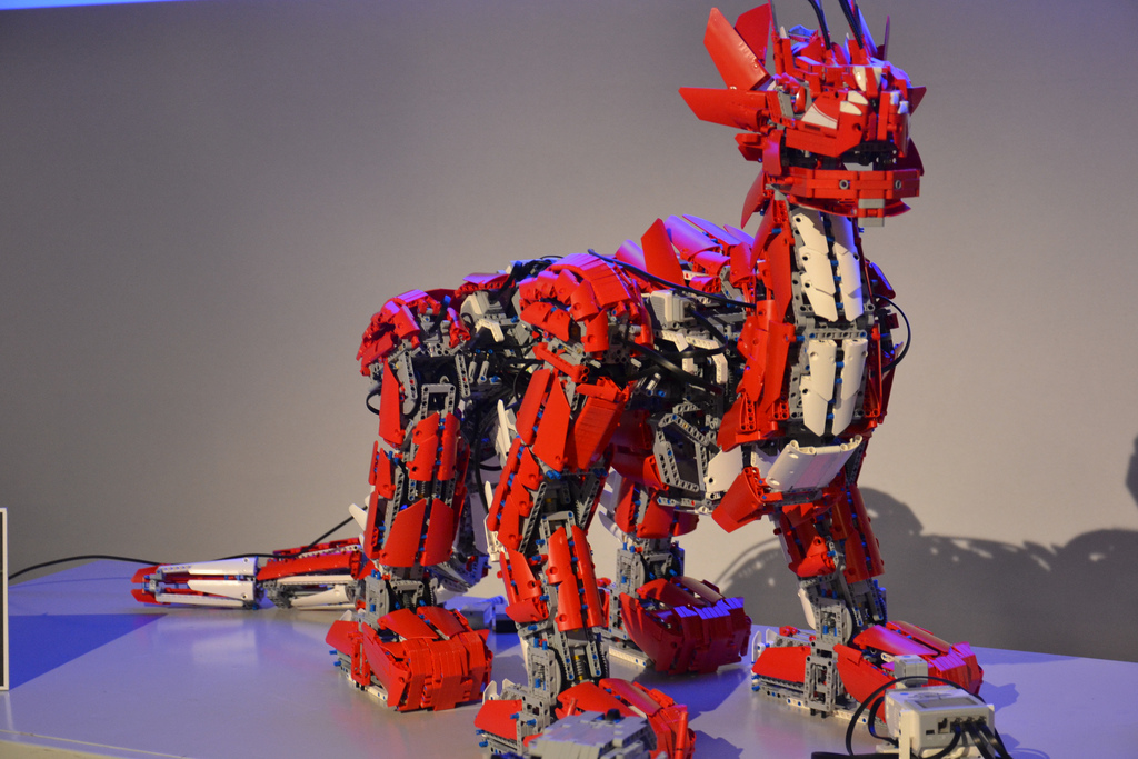 Colossal Mindstorms EV3 Dragon Acts Alive