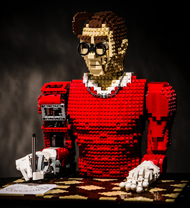 Legonardo, the Humanoid Pen Plotter Made Out of Lego