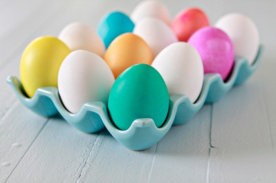 Step-by-step instructions for basic egg dyeing.