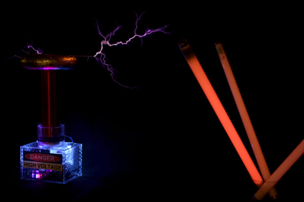 Tesla Coil with a Six-Pack Capacitor| Make: