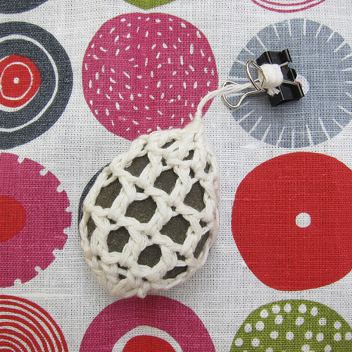 How-To: Crocheted Stone Tablecloth Weights