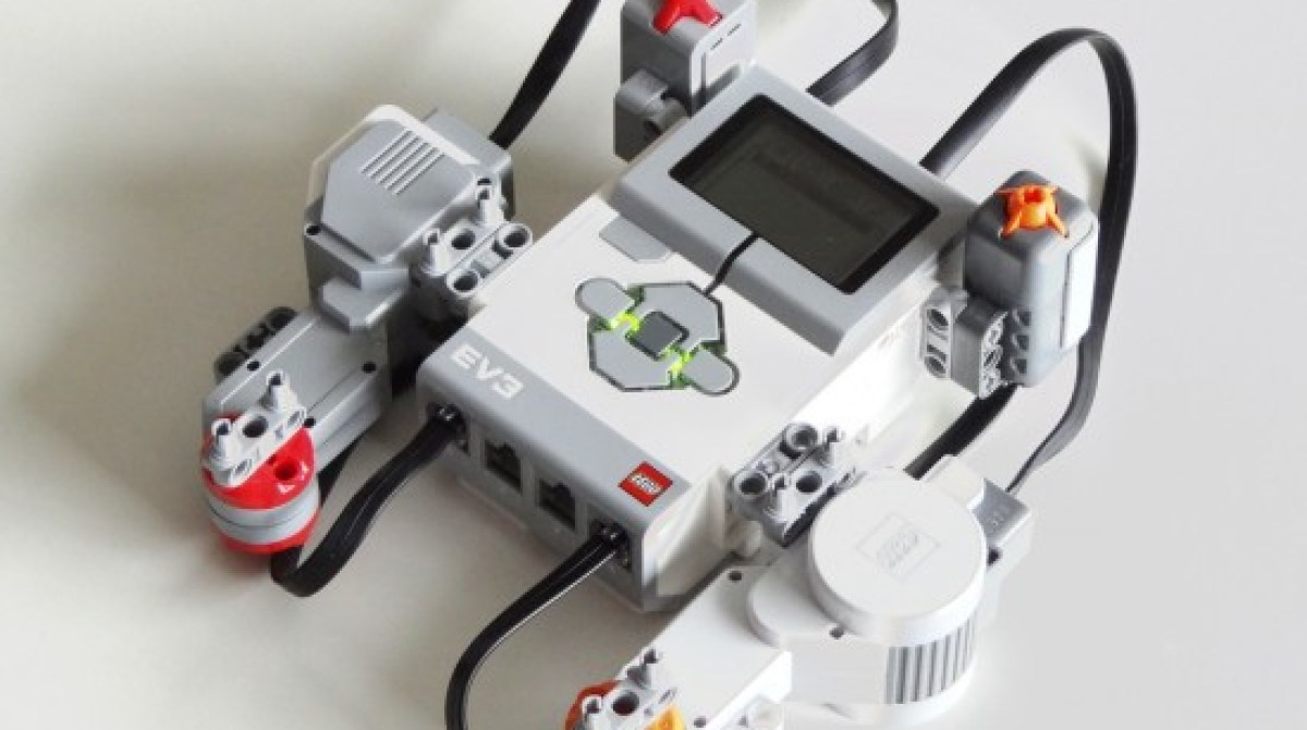 How Do Lego Mindstorms NXT and EV3 Compare? | Make: