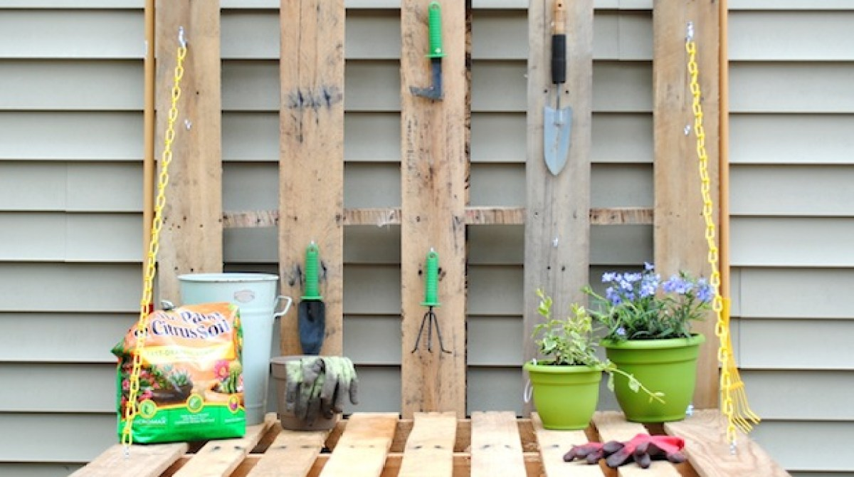 How-To: Pallet Gardening Table