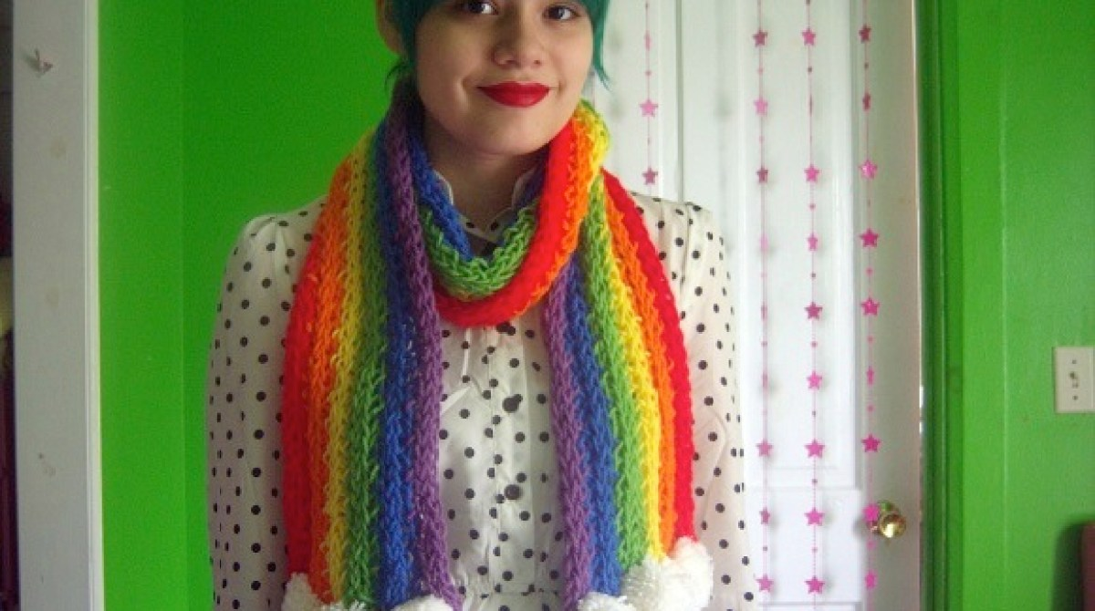 DIY Finger-Knitted Scarf