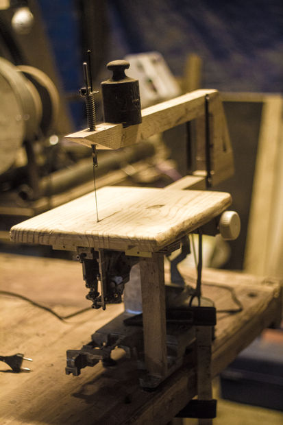 How-To: Turn a Sewing Machine into a Scroll Saw