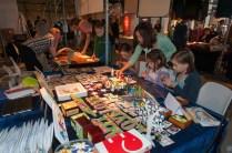 Girls crafting. Photographer Johan Plateijn