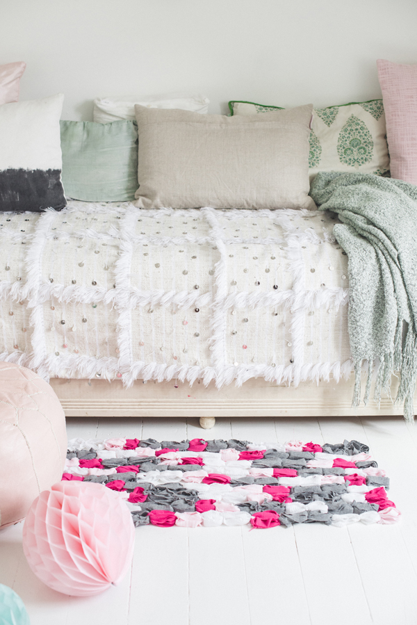 How-To: Ring-Tied T-Shirt Rug
