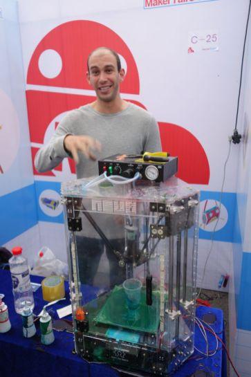 Alex Hornstein exhibited a messy 3D painter bot.