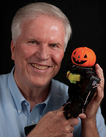 On August 18th 2015, robotics consultant and publisher of Robots Dreams, Lem Fugitt passed away.