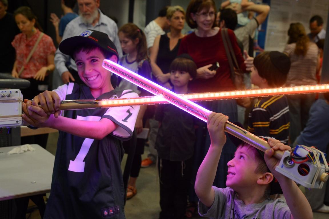 Jerusalem Mini Maker Faire; A Shining Success