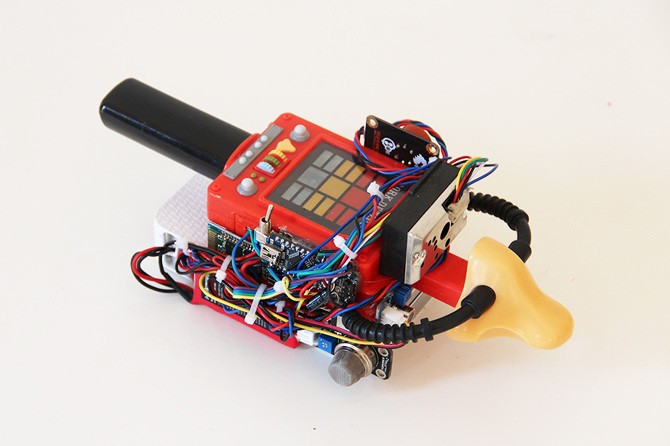 Digioxide: A Portable Device That Makes Art Out of Environmental Pollution