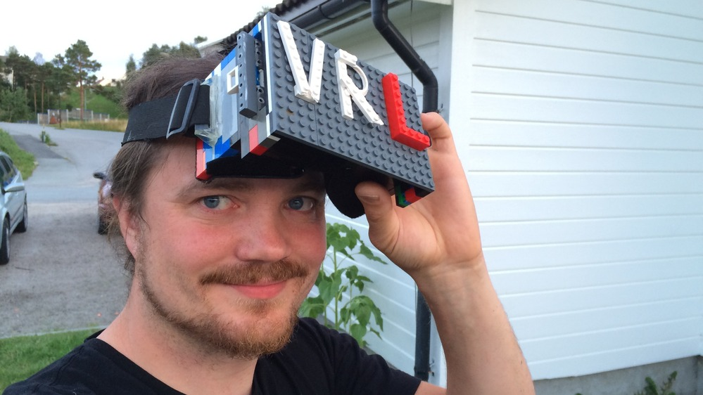 VR Headset Made of Lego Pieces