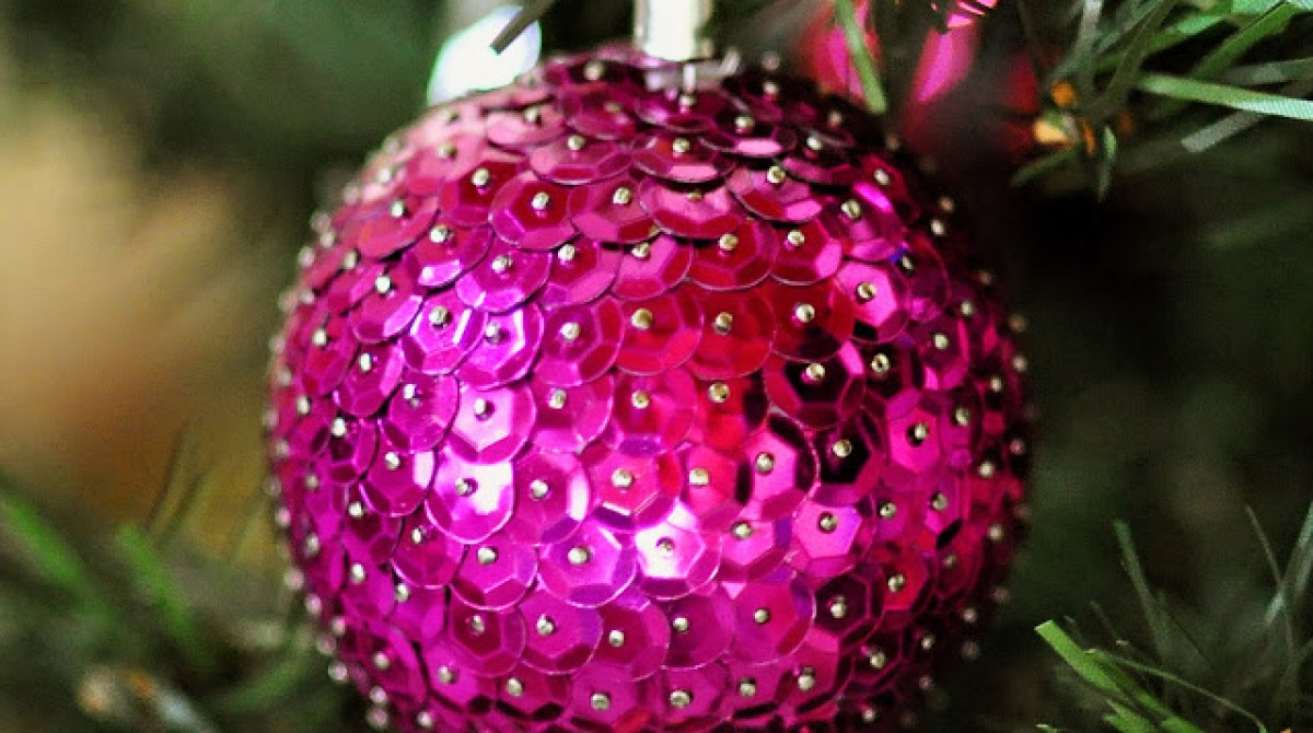 How-To: Sequined Holiday Ornament