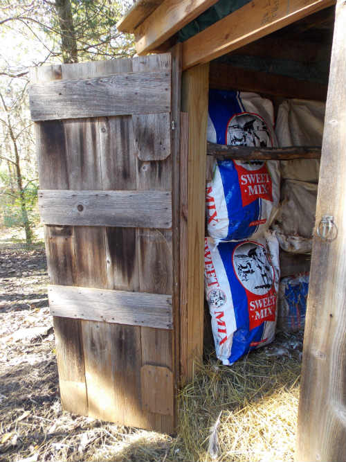 How-To: Insulate a Chicken Coop with Alpaca or Wool Roving ...