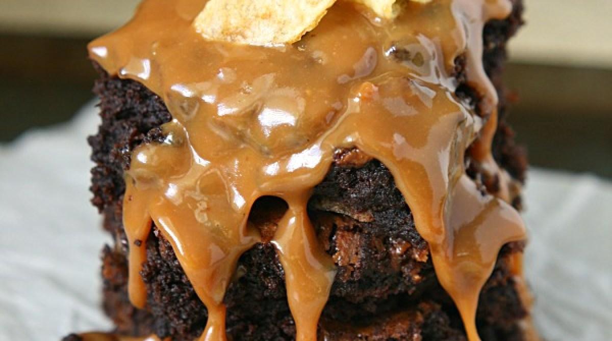 Caramel Potato Chip Brownies Recipe