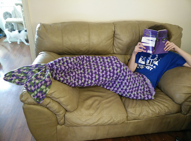 Soak Up The Warmth With This DIY Adult-Sized Mermaid Lapghan