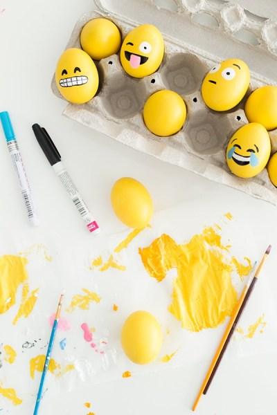 DIY-Emoji-Easter-Eggs9-600x900