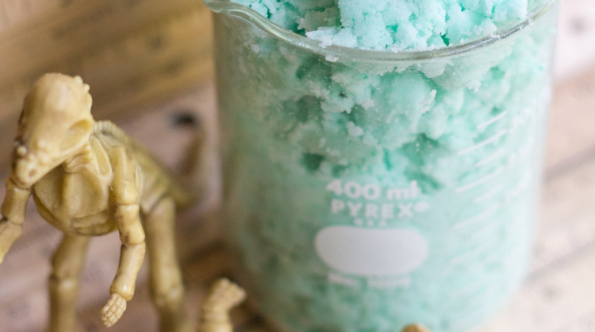 Bring A Science Lesson Into The Tub With This Fizzing Bath Dough